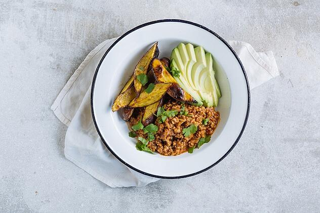 Pork chilli with paprika sweet potato wedges & avocado - Mindful Chef