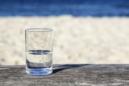 5 Habits healthy people do every day - drink enough water