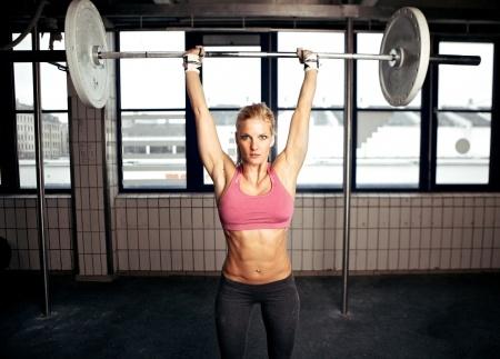 Woman-lifting-weights.jpg